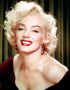 Marilyn Monroe smiling with red lips.