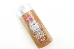 Jergen's exfoliation self-tanning lotion .