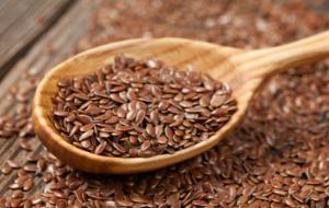 Flaxseed on wooden spoon.