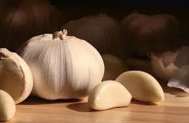 Garlic with cloves lying next to it.