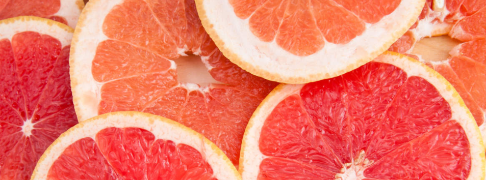 Sliced grapefruits.