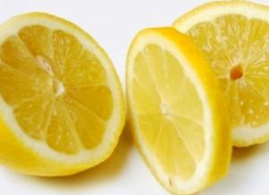 Slices lemon.