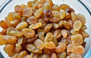 Bowl of raisins.