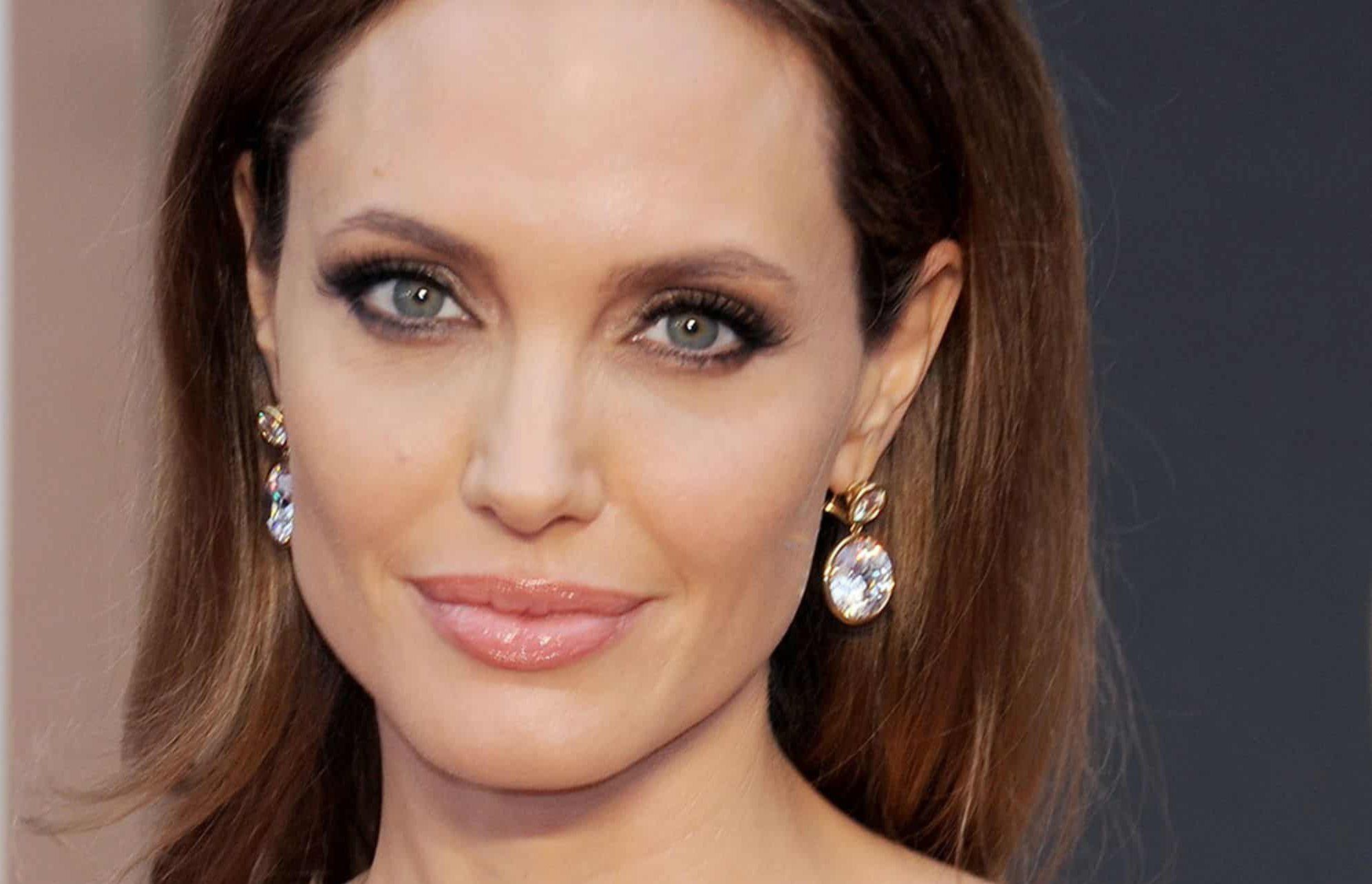 Angelina jolie pout.
