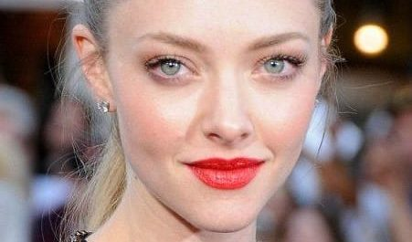 Amanda seyfried red lipstick and ponytail.