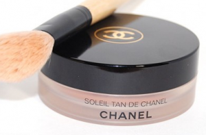 Soleil Tan De Chanel compact.