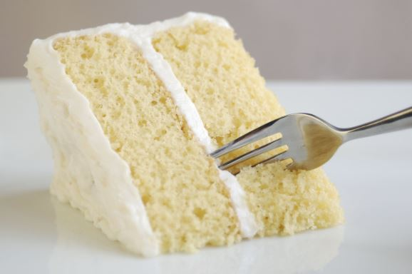 Vanilla cake with frosting.
