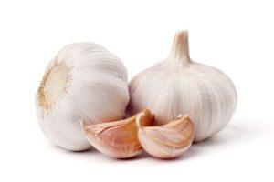 Garlic and garlic cloves.