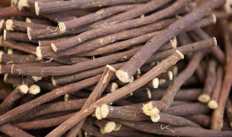 Licorice root piled together.