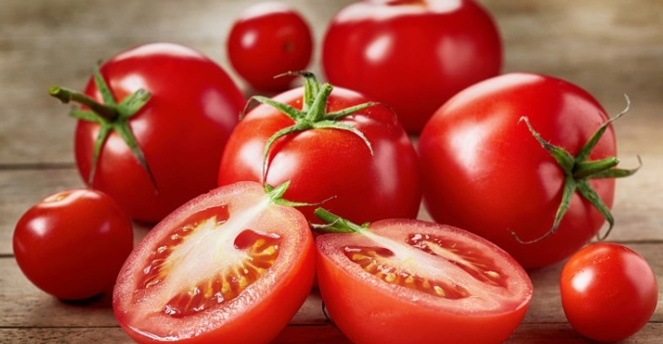 Pile of tomatoes.
