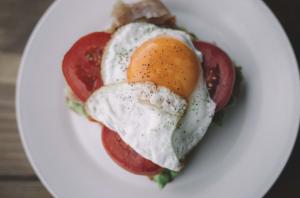 Sunny side up eggs on tomatoe.